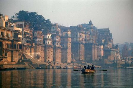 Varanasi às margens do Ganges