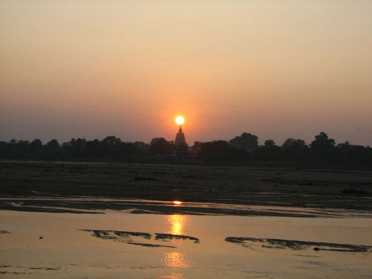 Rio Niranjana ao pôr do sol